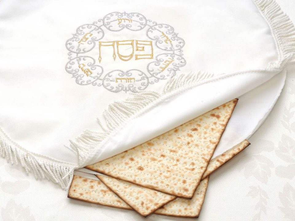 Passover matzah cloth